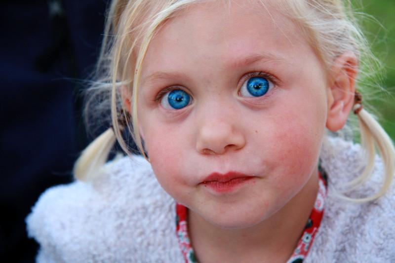 Mädchen mit blauen Augen