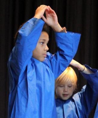 Eurythmie, eine spezielle Tanzform, ist ein Teil des Waldorf-Unterrichts.