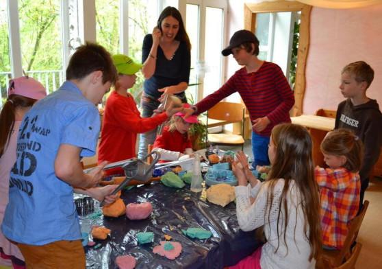 Jede Menge fröhliche Kreativität war am Samstag beim Frühlingsmarkt in den Räumen der Waldorfschule angesagt. Foto: Julia Vogelmann