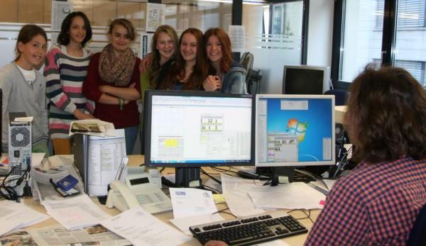 Waldorfschüler in der HT-Redaktion. Foto: Joachim Mayershofer